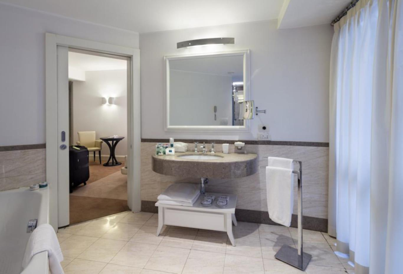Executive Double Room bathroom